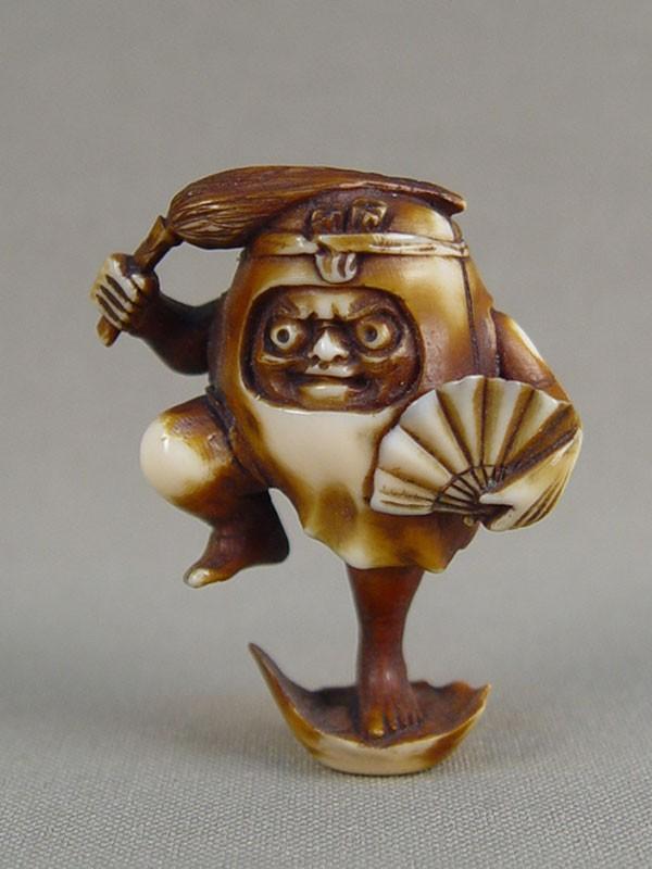 Нэцкэ «Дарума», кость, резьба, тонирование. Япония, XIXвек, высота— 4,5см