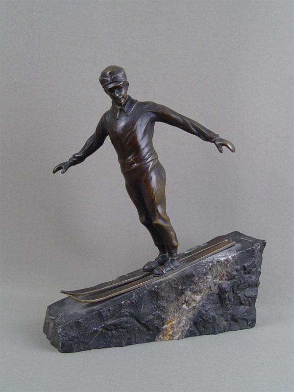 «Горнолыжник»,начало 20 века, бронза, литье, патинирование, постамент камень, автор Otto Hoffmann, высота— 27см