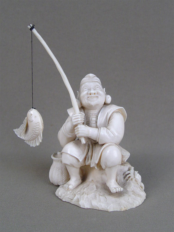 «Рыбак— Эбису», кость, резьба, XIXвек, высота— 11см