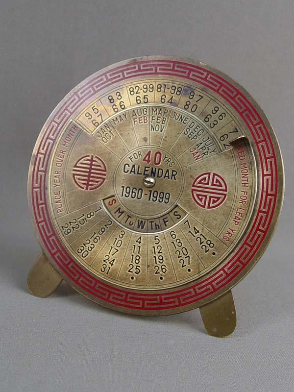 Календарь настольный на1960—1999годы, латунь, эмаль, диаметр— 11см