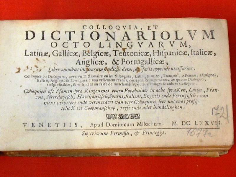 Словарик навосьми языках / Colloqvia, Dictionariolum octo lingvarum Venetiis, Apud Dominionicum Milochum, 1677. <i>Любопытный разговорник полиглот. Содержит вопросы ивыражения полезные для путешественника иторговца, обмена, покупок, продаж, заема, питания, проезда, проживания, корреспонденции ипр.</i><p> Редкость. Впергаменте того времени. </p>