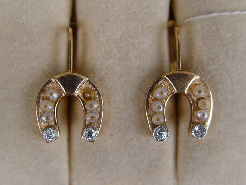 Серьги «Подковы», золото 56пробы, общий вес— 4,36г. Вставки: бриллианты (2бр «Старой» огр.— 0,06ct 4/5; 2бр «Старой» огр.— 0,06ct 3/3)