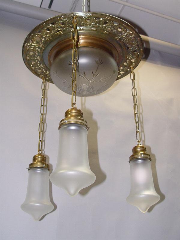 Люстра потолочная встиле модерн, латунь, стекло, 4световые точки, начало ХХ века, высота— 60см.
