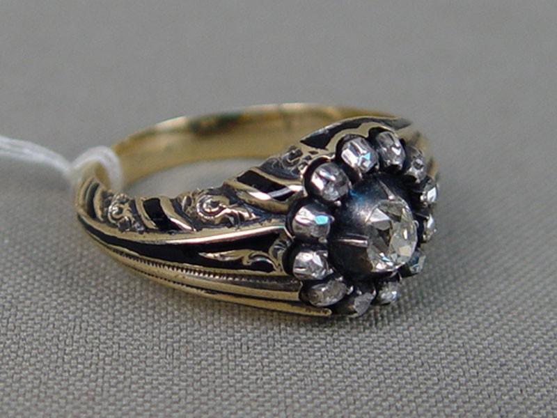 Кольцо мужское, золото 56пробы, общий вес— 10,09г. Россия, 1863год. Вставки: бриллианты (1бр «Старой» огр.— 0,52ct 8-1/7а; 12бр «Роза»), размер кольца 20,0