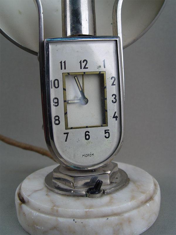 Настольная лампа—часы встиле арт-деко, латунь никелированная, середина XXвека, высота— 28см.