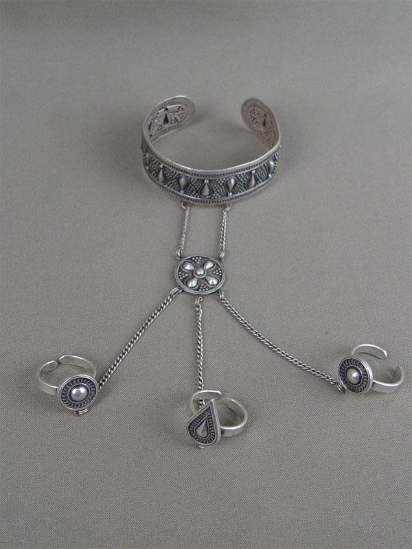 Браслет скольцами, серебро пореактиву, общий вес— 53,7г., размер колец 18,0