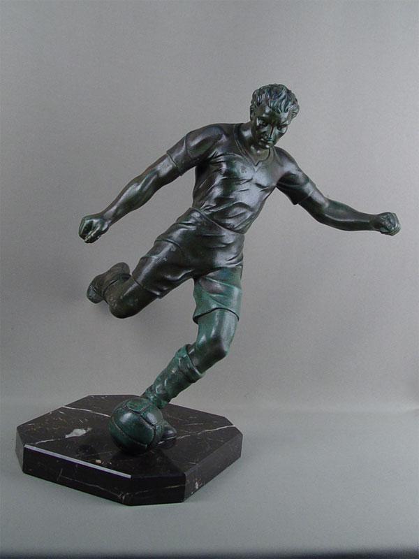 «Футболист», шпиатр, камень, начало XXвека, высота— 41см