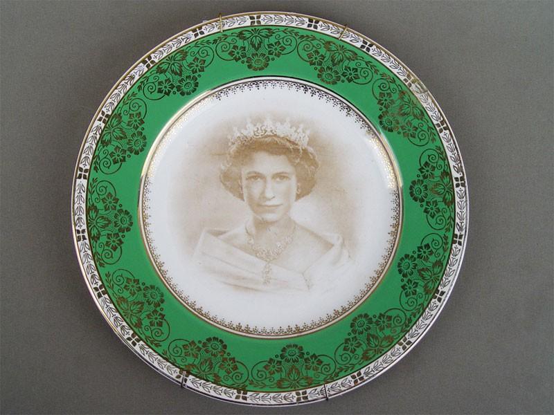 Антиквариат. Тарелка настенная. коронация. Королева Елизавета II