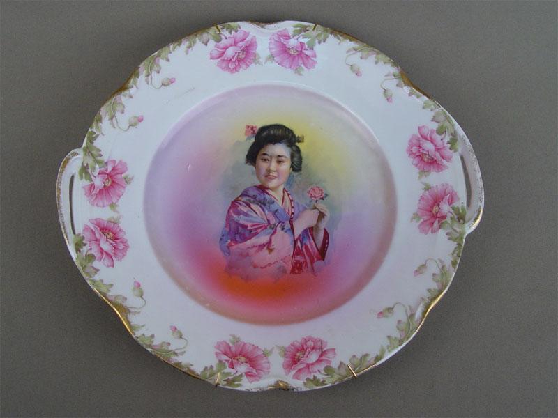 Антиквариат. Блюдо «Японка с цветком», немецкий фарфор
