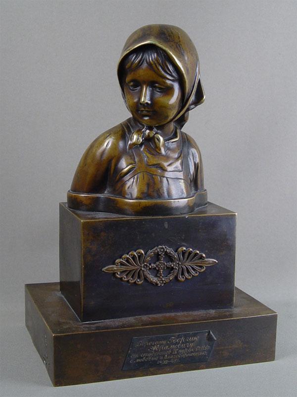 Бюст «Крестьянская девочка», бронза. Россия, середина XIXвека, высота— 31см