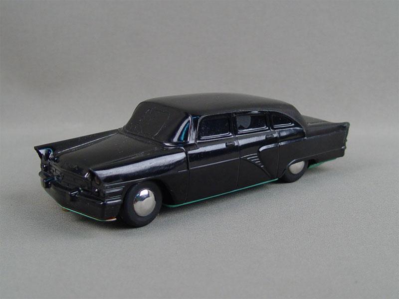 Антиквариат. Машинка игрушечная автомобиль «Чайка». старинные игрушки