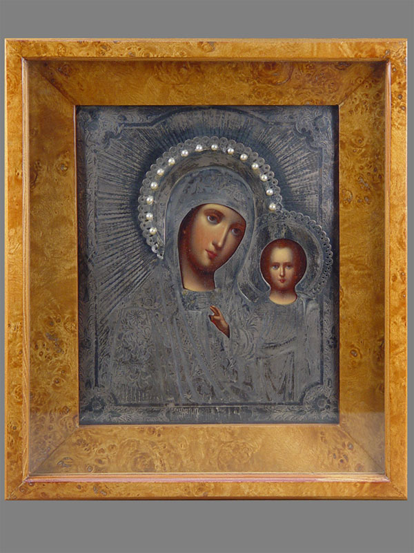 Икона «Пресвятая Богородица Казанская», дерево, масло, серебро 84пробы, XIXвек, 27×22см; киот