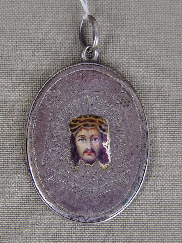 Медальон-икона «Спас Нерукотворный. Благословение 8роты», серебро 84пробы, эмаль, общий вес— 18г., 3,2×2,7см