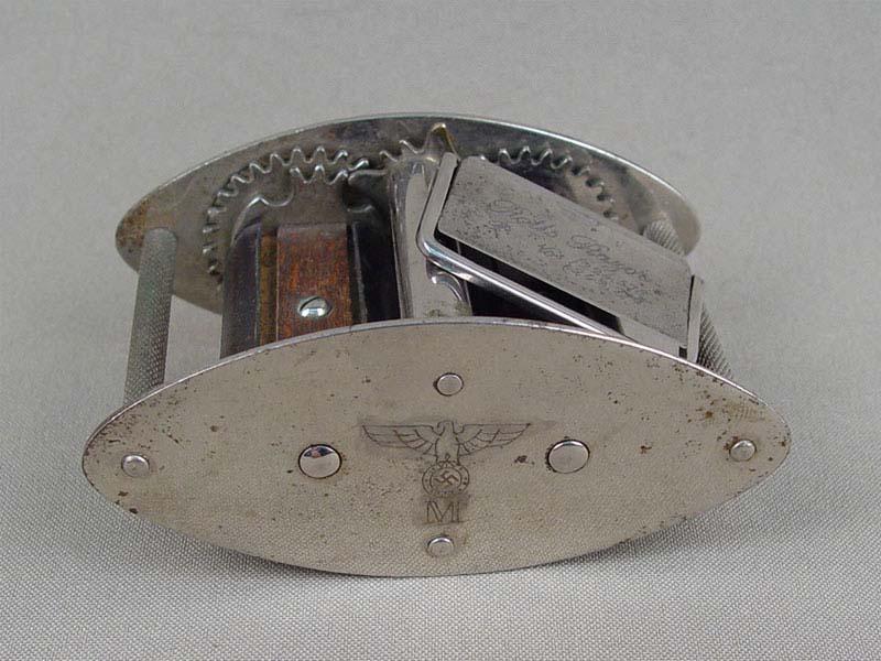 Прибор для заточки бритвенных лезвий. Германия, 1930-40-е годы. 9×6см