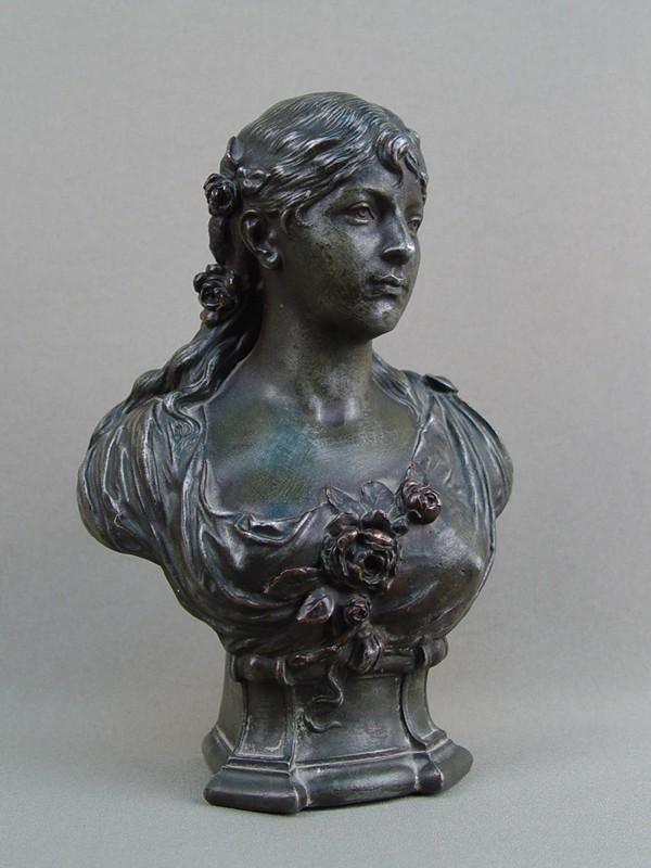 Антиквариат. Бюст «Девушка с розами»