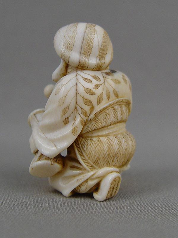 Нэцкэ «Дайкоку», кость, резьба. Япония, начало XXвека, высота— 5см