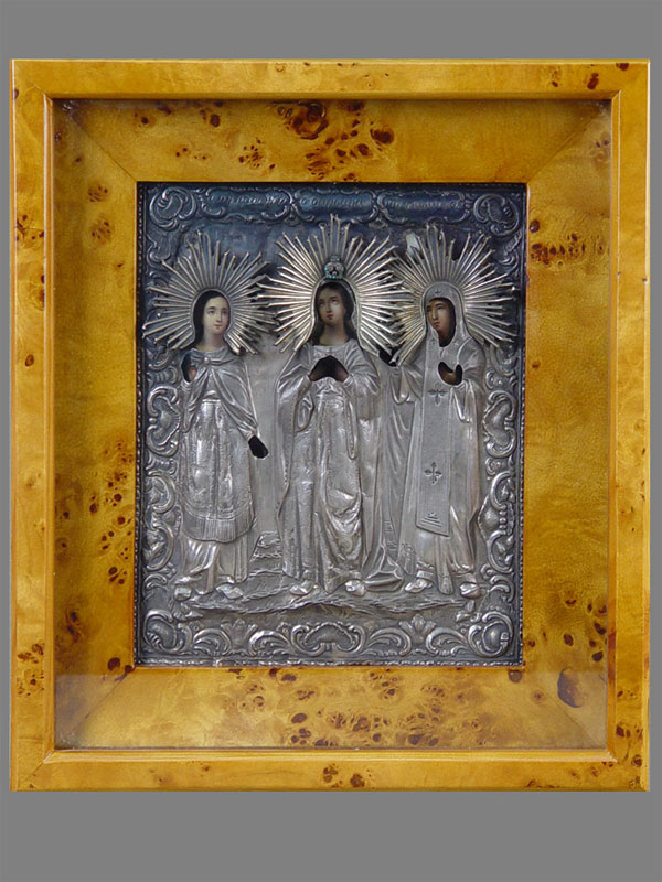 Икона «Святые Варвара, Надежда иПараскева», дерево, масло, XIXвек, оклад серебро 84пробы, 22×18см; киот
