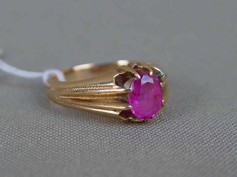 Кольцо, золото пореактиву, общий вес— 5,15г. Вставки: 1рубин («Овал»— 0,91ct 4/3), размер кольца 17,0