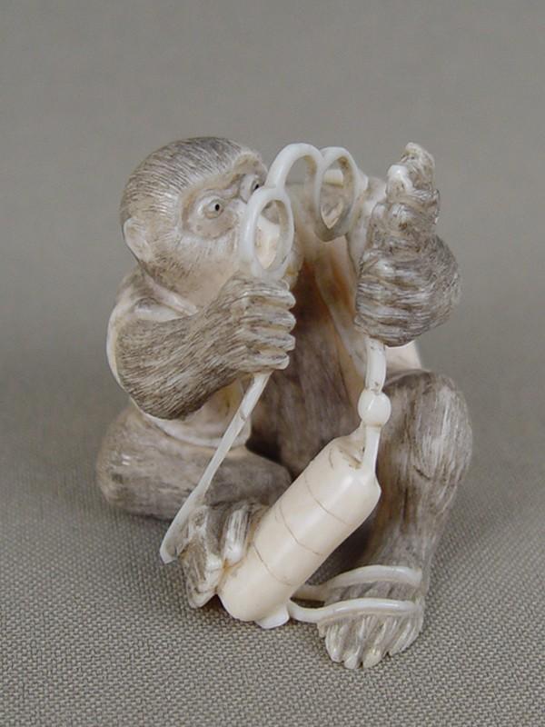 Антиквариат. Нэцкэ «Обезьяна в пенсне. обезьяна-нецке»