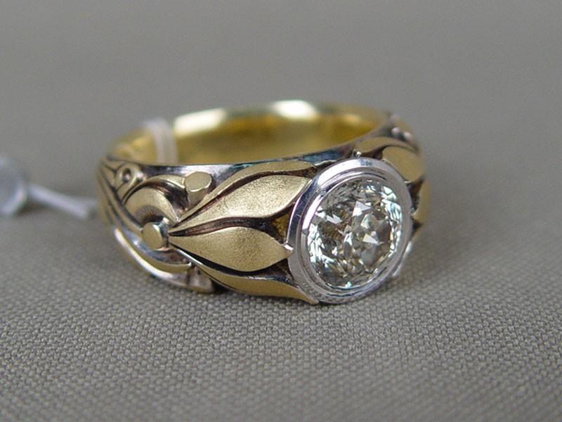 Кольцо, золото 750пробы, общий вес— 21,2г. Вставки: 1бриллиант (Кр «Фантазийная» огр.— 2,01ct 8-4/5), размер кольца 19,0. Экспертиза.