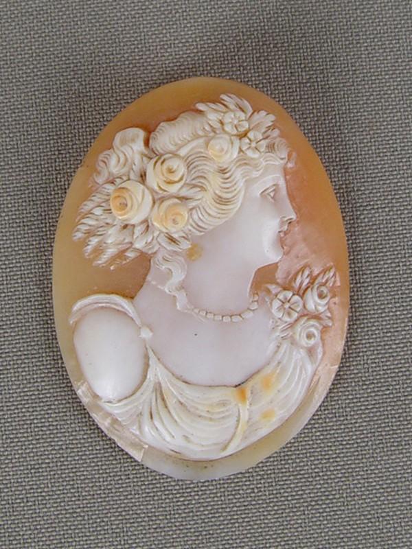 Антиквариат. Камея на раковине «Флора»