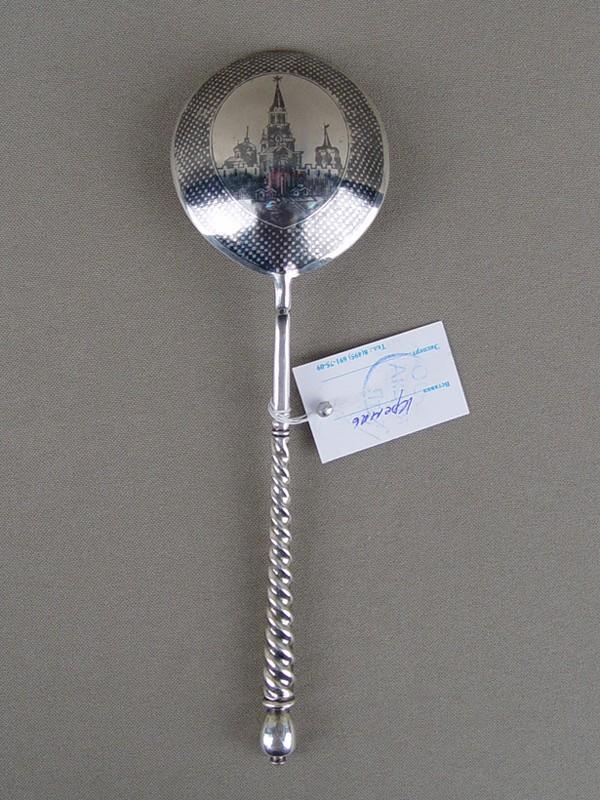 Ложка для компота «Московский Кремль», серебро 84пробы, чернь. Общий вес— 65,5г.