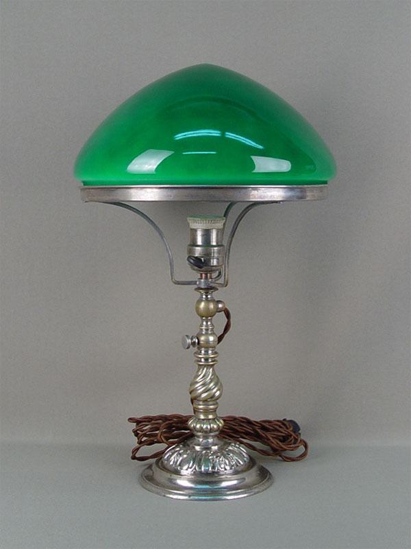 Антиквариат. Лампа настольная с зеленым абажуром, бронза