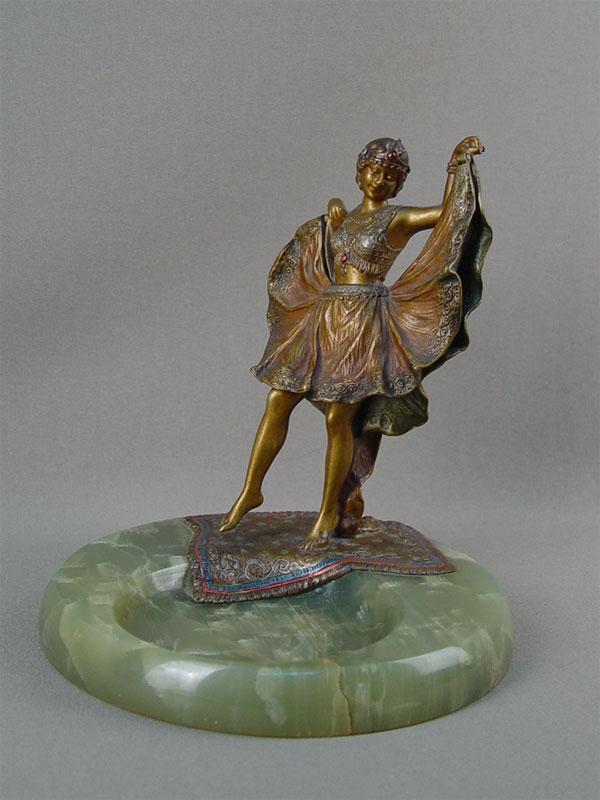 Визитница скунштюком «Обнаженная танцовщица», «венская бронза», оникс, высота— 17см, начало XXвека