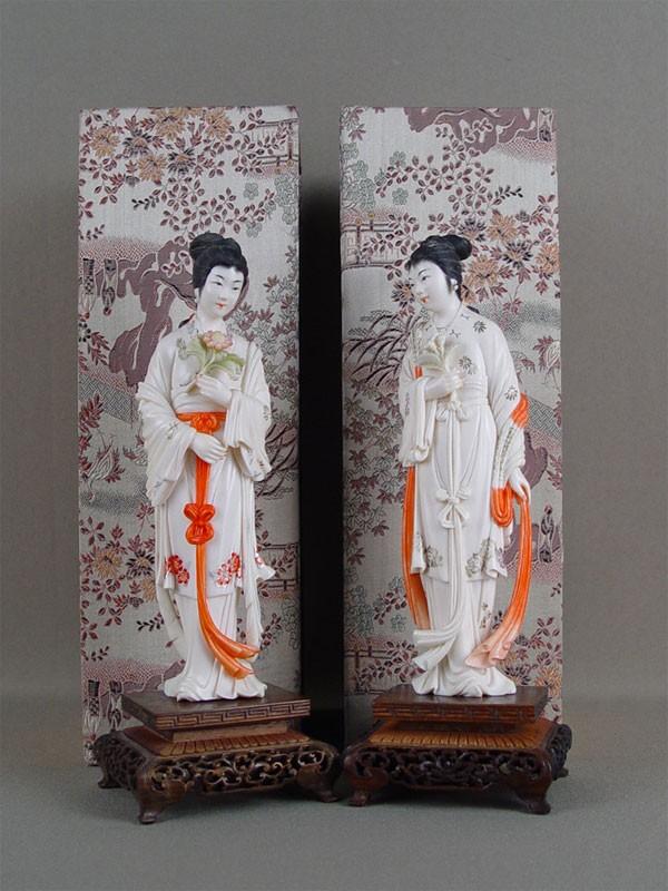 Пара скульптур вфутлярах, кость, резьба, роспись, начало XXвека, Китай, высота— 23см