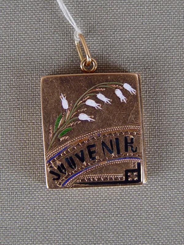 Подвеска-медальон «Souvenir», золото 56пробы, эмаль, общий вес— 6,5г, 2×2,2см