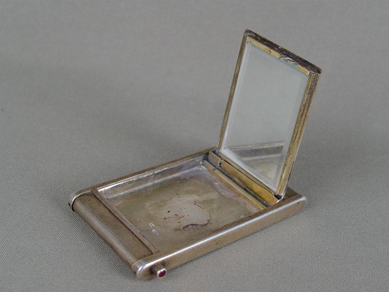 Пудреница, серебро 875пробы, общий вес— 86,17г.