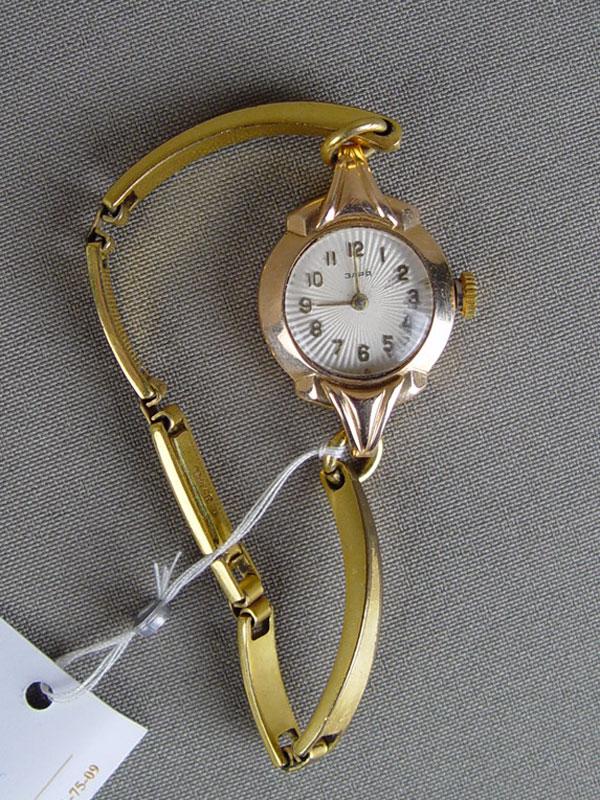 Часы наручные дамские «Заря», золото 583пробы, общий весс неразъемным не золотым браслетом— 19,93г.