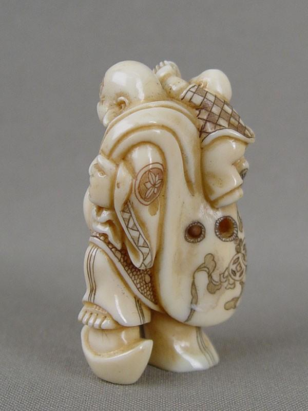 Нэцкэ «Хотей», кость, резьба. Япония, конец XIX— начало XXвека, высота— 5,5см