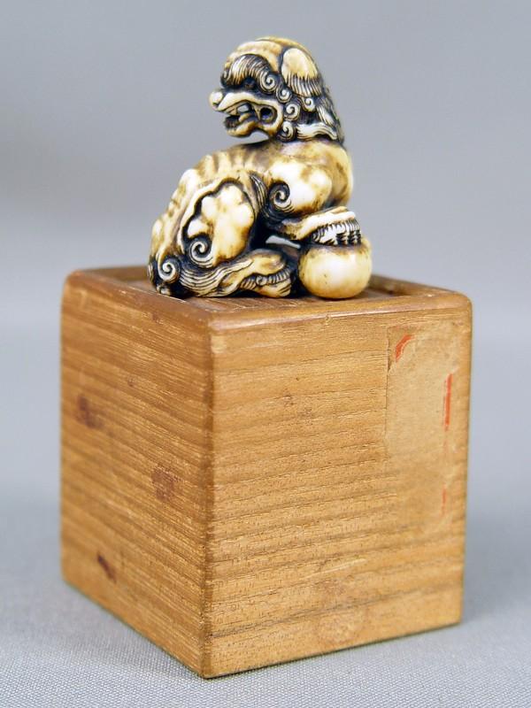 Антиквариат. нэцкэ, карасиси, шар, футляр, дерево, кость, япония, 18 век