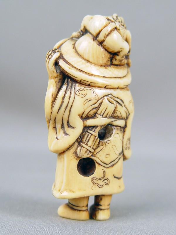 Нэцкэ «Шоки иОни», кость. Япония, XVIIIвек, высота— 8см