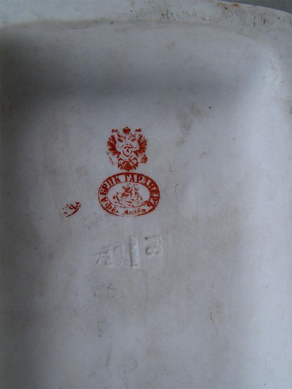 «Приезжие мужики», бисквит, роспись. Завод Гарднера, высота— 22см (скол)