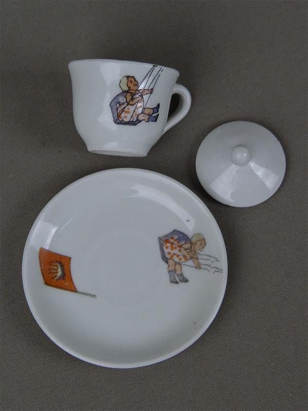 Антиквариат. Чайная чашка. кукольная посуда советский фарфор. советские игрушки