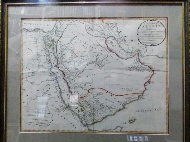 Карта Аравийского полуострова,опубликована вЛондоне в1794году. Карта включает всебя города ипоселки, береговые линии, караванные пути вМекку, скважины, шахты идругие географические особенности икраткие обозначения некоторых народов икоролевств Аравийского полуострова.Катар отображается как «Catura», спометкой «Побережье мало известные» к югу от его местоположения. Продавец— Джеймс Уиттл (1757−1818), известный точностью навигационных карт. Враме подстеклом. 64×77см.