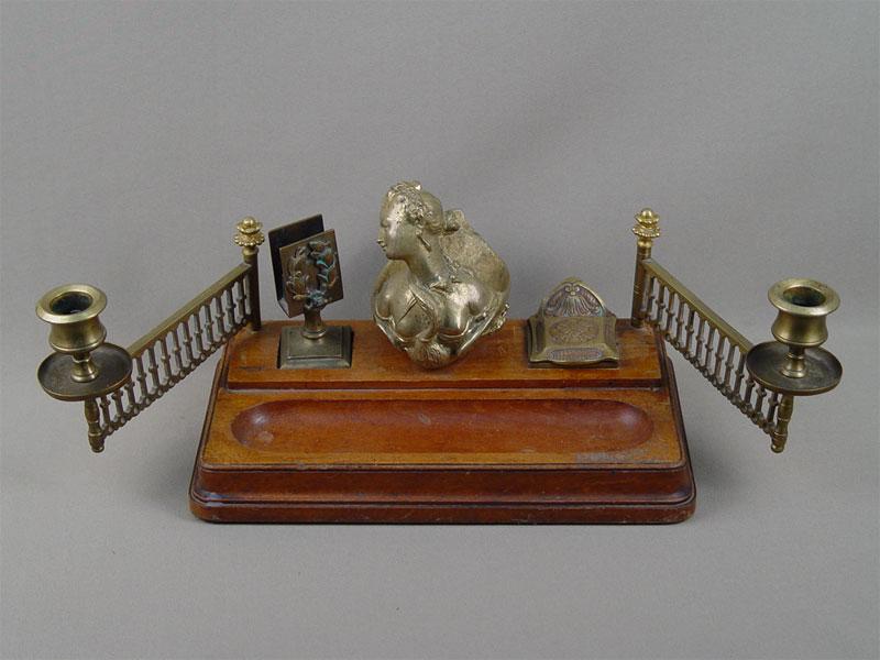 Письменный прибор «Дама илебедь (Леда илебедь)», бронза, дерево, конец XIXвека, 27×17см