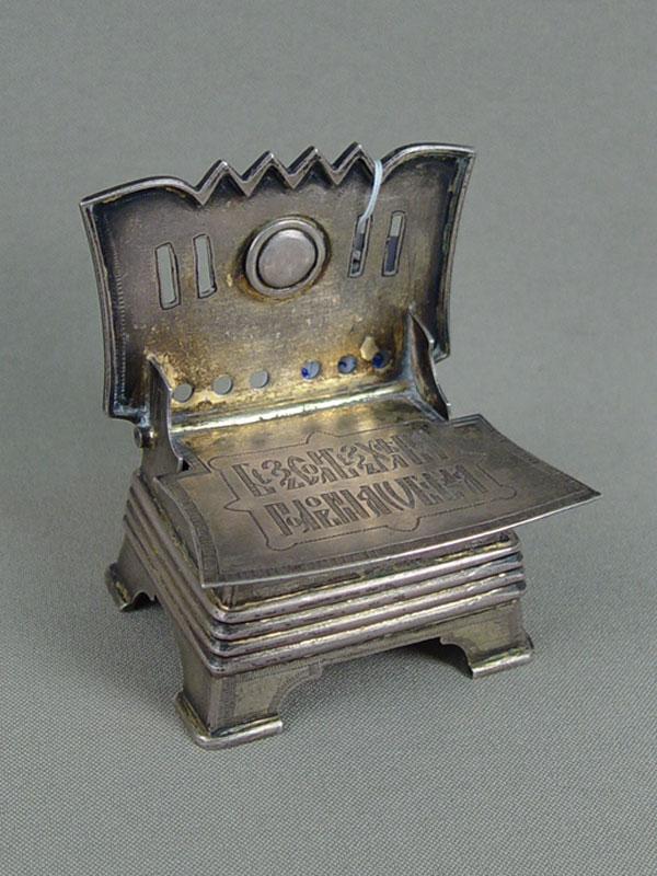 Солонка врусском стиле «Без соли, безхлеба— половина обеда», серебро 84пробы, гравировка, общий вес— 108г., 1860год