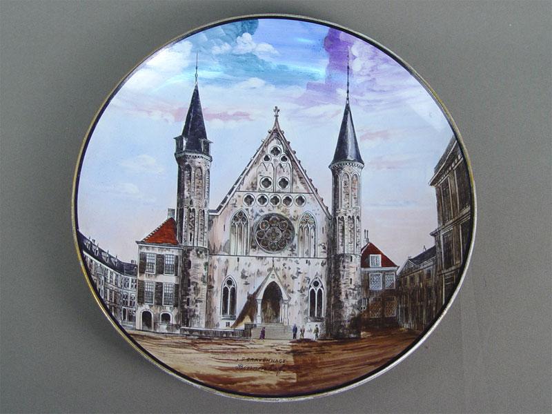 Антиквариат. Тарелка декоративная «Готический собор»