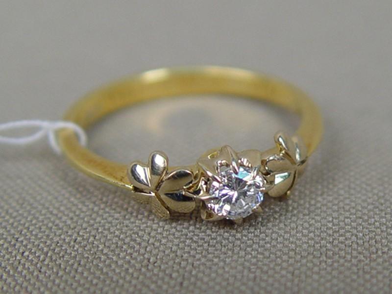 Кольцо, золото 750пробы, общий вес— 2,87г. Вставки: 1бриллиант (Кр57— 0,20ct 4/5), размер кольца 18,0