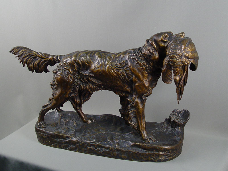 «Охотничья собака сфазаном», бронза, литье, патинирование. Франция, автор J. Moigniez, конец XIXвека, длина— 60см