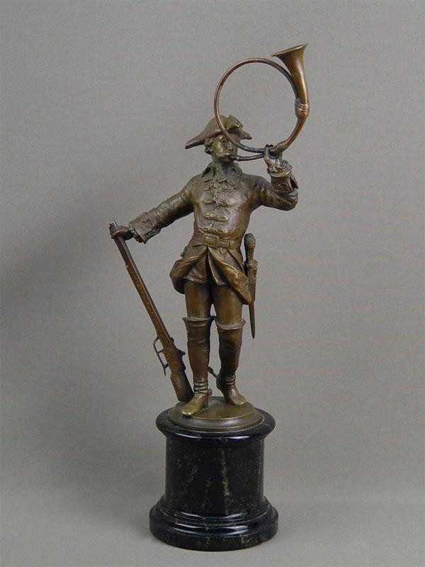«Охотник трубящий врог», бронза, камень. Западная Европа, XIXвек, высота— 34,5см