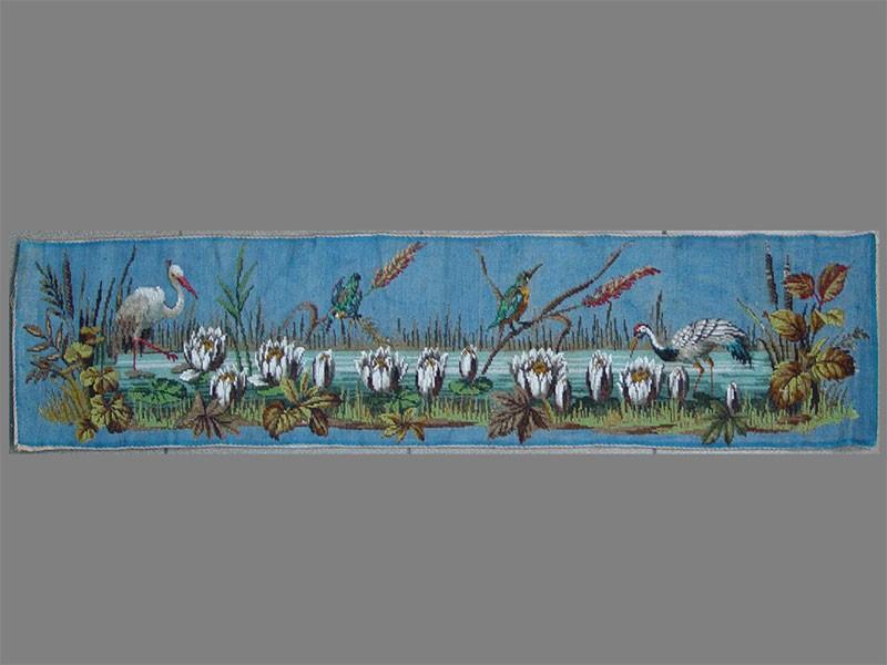 Панно «Птицы наозере», бисер, XIXвек, 24×107см