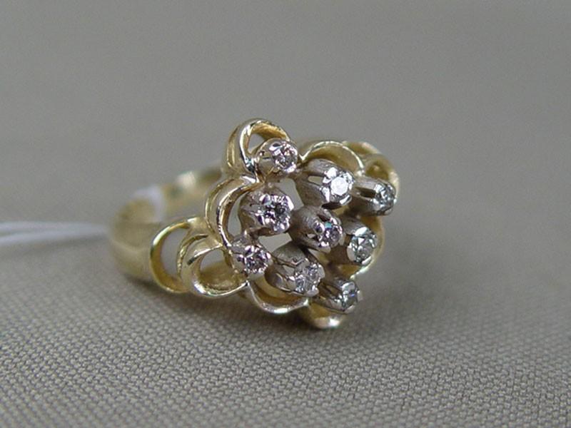 Кольцо, золото 583пробы, общий вес— 3,91г. Вставки: бриллианты (9бр Кр57— 0,17ct 5/5-6), размер кольца 16,0