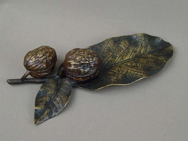 Письменный прибор «Грецкие орехи», венская бронза, начало XXвека, длина— 23см