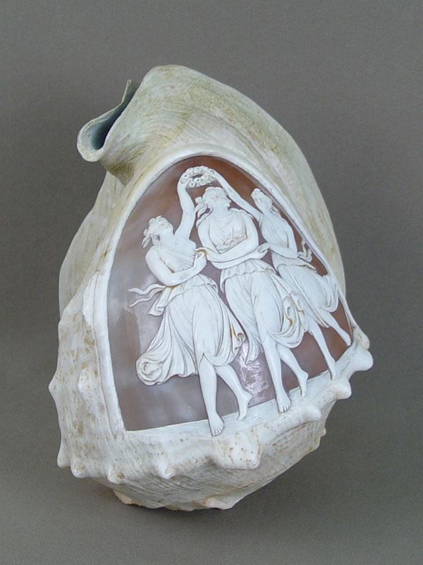 Антиквариат. Камея морская раковина «Три грации»