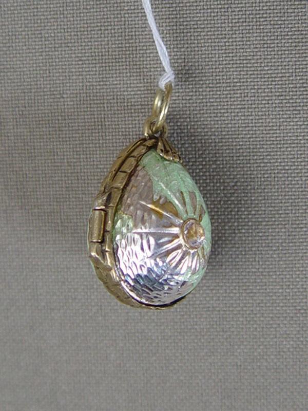 Подвеска— медальон «Пасхальное Яйцо», общий вес— 9,34г., фианит, эмаль (утраты)