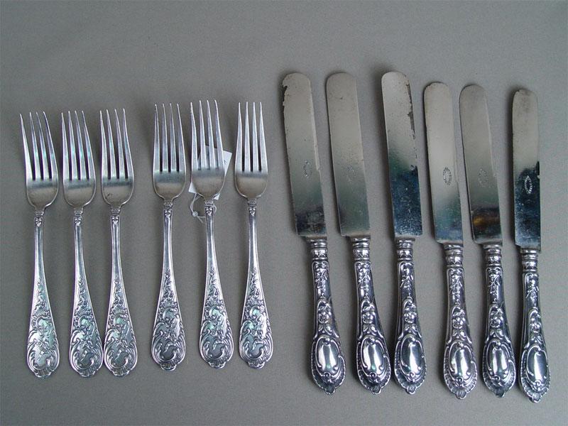 Набор столовый: шесть вилок ишесть ножей, серебро 84пробы, сталь, общий вес— 1203г., клеймо «Курлюков»